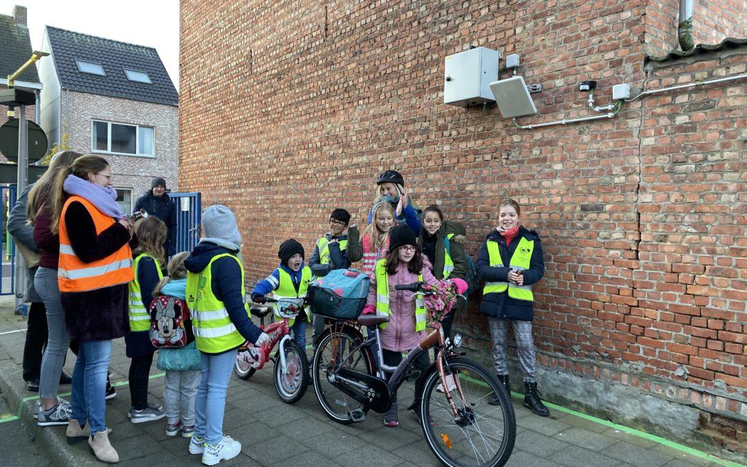 Leerlingen die met de fiets of te voet naar school komen verdienen digitale munten.